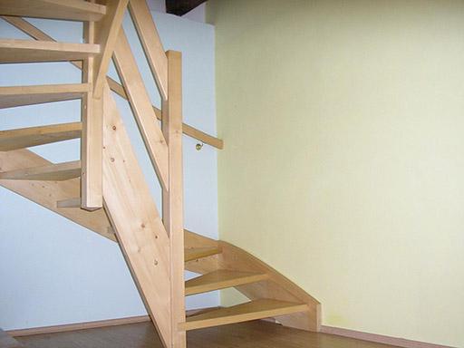 hala a schody do 1 patra