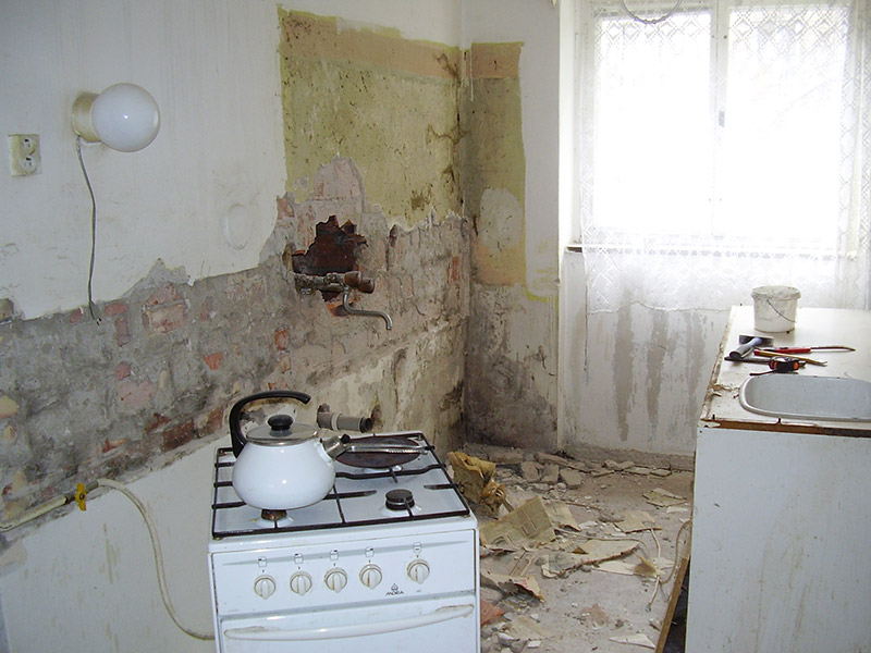 kuchyň bourání